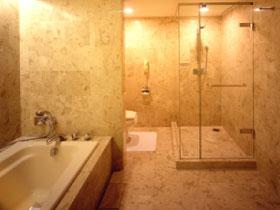 ホテルオークラ東京ベイ総大理石のバスルーム